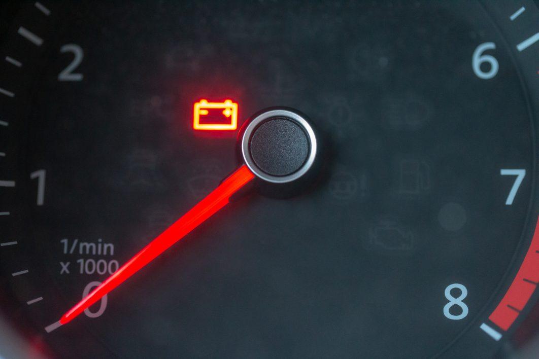 Soccorso stradale - Cosa fare in caso di batteria esausta (motori a benzina, GPL, gasolio o metano)