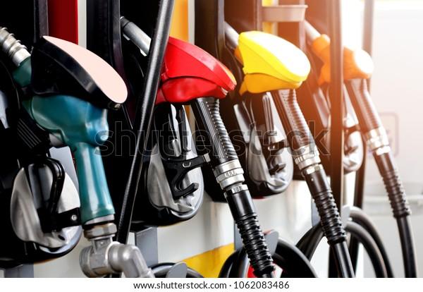 Notevoli risparmi per gli autotrasportatori con il rimborso delle accise sul gasolio: chi può richiederlo e le novità del 2020.